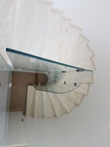 מדרגות עגולות שיש טאסוס